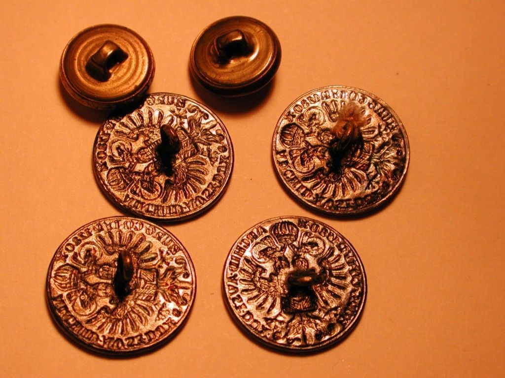 Six button collection w/4 replica 1780 Maria Theresa Silver Thalers, 1 thistle