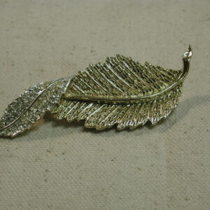 Sarah Coventry Leaf Gold Rhinestone twist Brooch Pin