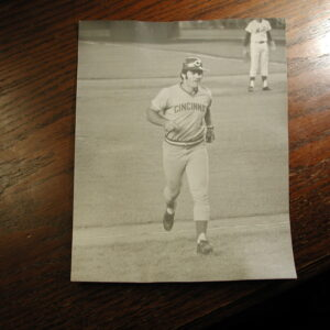Pete Rose jogging off field playing Mets 8 x 10 black and white